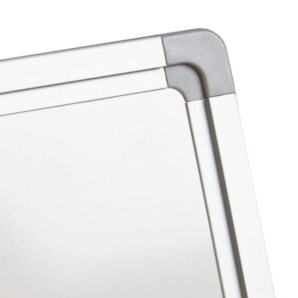 whiteboard hjørne i grå plast